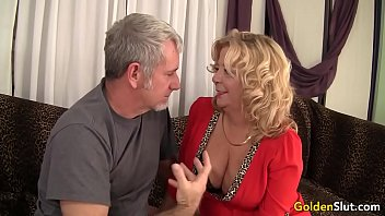 Grandma takes a fat cock and cum in her mouth 32 sec