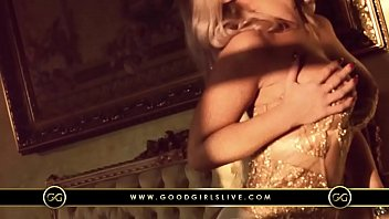 Hot Vicky's Seductive Dance | GoodGirlsLive