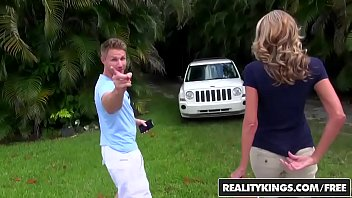 RealityKings - Milf Hunter - Special Rate starring Brynn Hunter and Levi Cash Porno indir