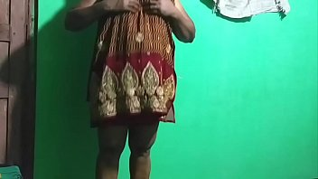 10205 Indian horny milf using umbrella preview