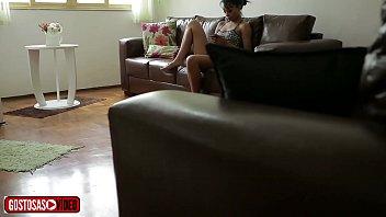 PADRASTO FILMA ENTEADA SÓ DE CALCINHA NA SALA -jota 10 min