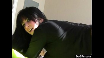 Cute emo shakes her ass on webcam while she'_s home alone