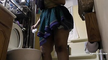 South Indian Maid Cleans and Showers hidden camera 22分钟