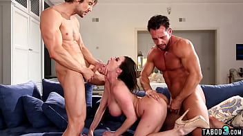 Nasty MILF housewife Kendra Lust fucked roughly by two dirty repomen 6分钟