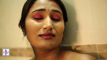 Indian Hot Girl Bathroom Romance Leaked MMS