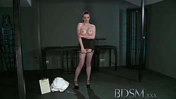 BDSM XXX Teen redhead slave girl is suspended after epic blow job as Master fingers her wet hole [특이한 영상 kinky]