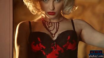 Sexy MILF blonde Carissa White hot posing in lingerie 6 min