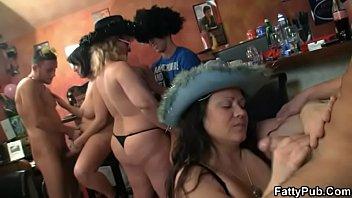 BBW bar orgy with chubby party girls Vorschaubild