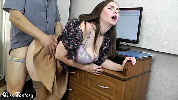 Wife cheating on husband at work with the boss 10分钟