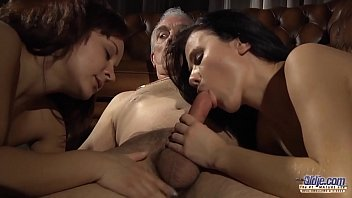 Teen Daughter Swap fucking Stepdads in juicy group sex share their cocks 7分钟