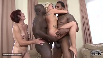 Black Monster cocks for beautiful milfs get fucked anal and pussy cumshot 8分钟