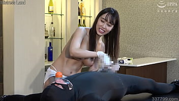 Lily Hosho teases a slave and makes him ejaculate with a handjob