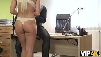 VIP4K. La bella Blanche succhia il cazzo e si fa scopare la femminuccia per soldi