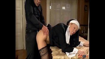 Gefickt nonne wird Mollige Nonne