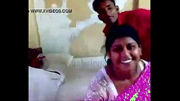Delhi aunty sex with devar 2分钟