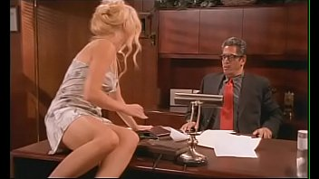Bawled out her boss naughty secretary Ava Vincent  imagines how she  made him poke her on his working table 10分钟
