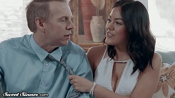 SweetSinner Babysitter is HOT for Divorced Dad in Dry Spell
