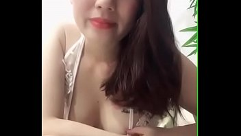Uplive Vietnam livestream shows off extremely hot goods