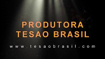 NEGÃO PENETRANDO O CUZINHO DA BRANQUINHA RABUDA