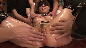 日本模特得到幾個陰戶和肛門餅,完整的未經審查的JAV電影