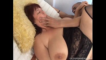 Beautiful busty mature BBW in sexy stockings 26分钟