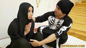 मौलवी ने मुस्लिम महिला का बुर्का उठा कर उसके साथ दुष्कर्म किया और अपनी हवस बुझाई 5