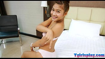 Flat breasts la dyboy masturbates her dick on  es her dick on the bed