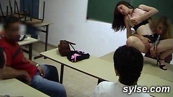 2 prof amatrices MILFS au college: partouze et bukkake en classe
