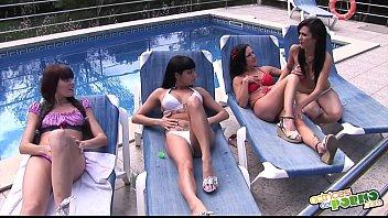 Les travaux latins de coup - Las chicas hacen guarradas en la piscina