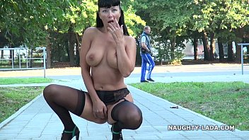 Public flashing and playing in stockings nude-public 2分钟