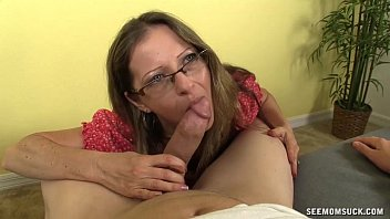 Super Hot Milf Loves Sucking Cocks