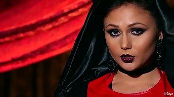 Twistys.com - Sexy vampire xxx scene with Ariana Marie 8分钟