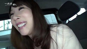 美熟女優の希咲あやさんが一本道の人気シリーズ「はだかの履歴書」で今まで晒したことのない素の顔を魅せてくれます。 1缩略图