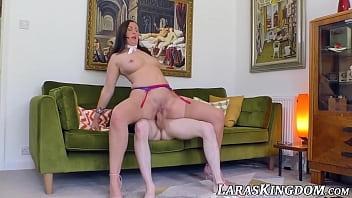 Classy Euro MILF Lara fed cum after big dick joyride 7分钟