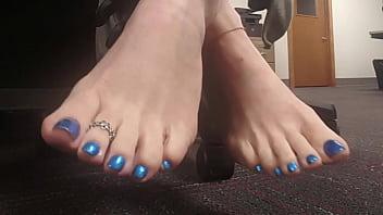 White Women Feet (WWF) Presents Jenny Wren- Queen Of The Sole
