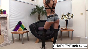 Charley Chase gets an offer that she can't refuse - 69VClub.Com