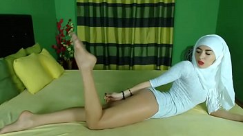 Cams4free.net - Muslim Webcam Model Feet in Stockings