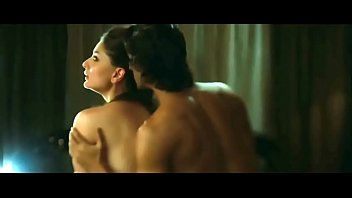 Kareena kapoor sex with arjun rampal in movie heroine with bold intimate scene Thumbnail