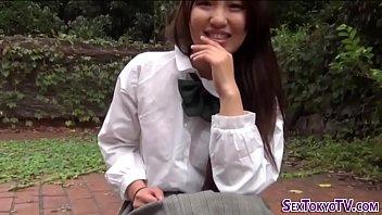 นักเรียนสาวโดนแฟนหนุ่มพาไปเอากันคาชุดที่สวนสาธารณะเอานาน