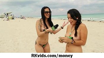 Gorgeous teens getting fucked for money 26 7分钟