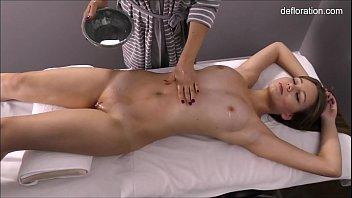 Jennifer pussy massaged until orgasms 5分钟