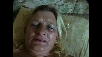 O genro gozou dentro da bucetada sogra e filmou para enviar para esposa 23分钟