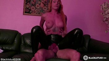 Horny Teen Suck Cock Best Friend Husband and Pussy Fucking after Work صورة