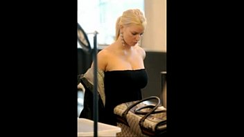 Jessica simpsons breast slip - Jessica simpson