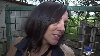 Mya Lorenn se fait prendre le cul sauvagement en trio