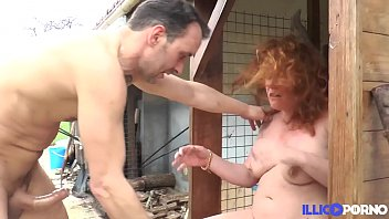 Mature redheads pornos Diane, cougar affamée se fait défoncer dans son jardin