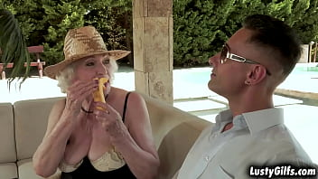Oldie chick Norma B feels like a Diva,and needed to be served as one,so Mugur starts off with some delights but Norma B has a different think in mind