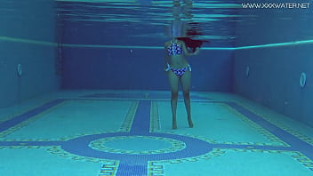 Andreina De Luxe swims naked and beautiful in the pool