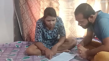 印度家庭导师什么他妈的性感的学校女孩在家里,享受清晰的音频