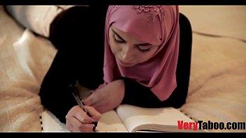 Girl In Hijab Fucks Her Daddy- Wtf
